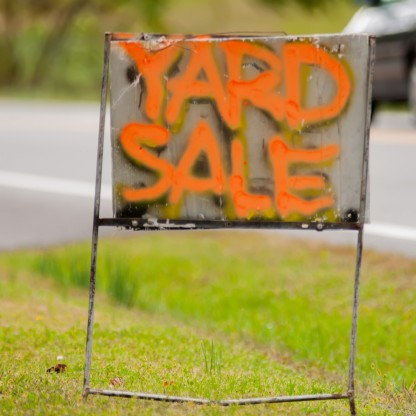 yard-sale-sign